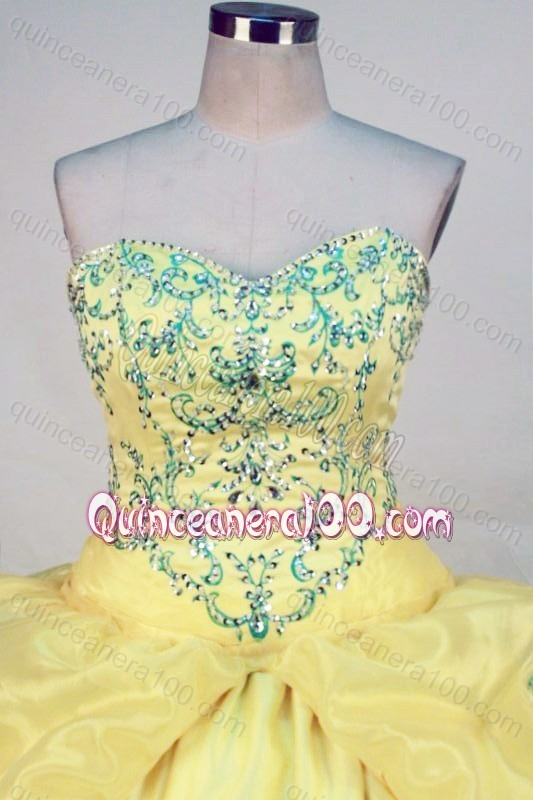 Fashionable Yellow Ball Gown Sweetheart Pick-ups And Beading Quinceanera Dresses