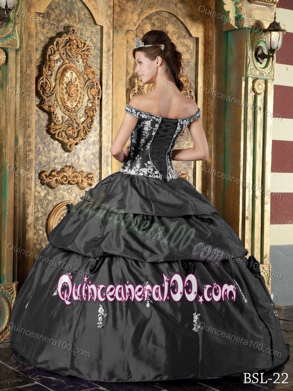 Off the Shoulder Grey Quinceanera Dress Embroidery Appliques ...