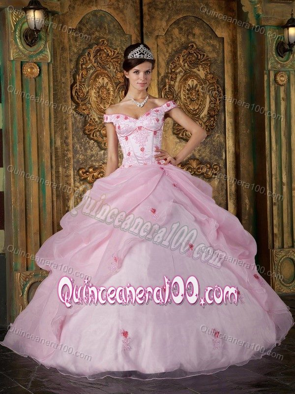 Baby Pink Off Shoulders Appliqued Quinceanera Gowns With