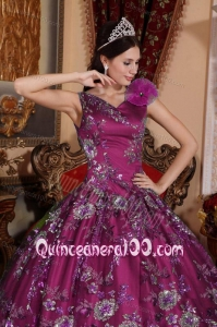2014 New Fashion V-neck Quinceanera Dress with Embroidery and Hand Made Flowers