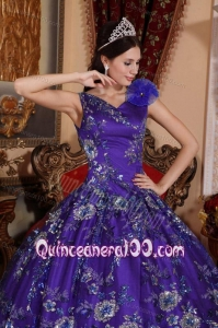 2014 V-neck Limited Embroidery Quinceanera Dress in Purple