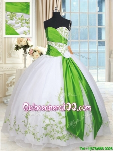 Best Selling Handmade Flower and Embroideried Quinceanera Dress in White