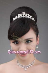 Lovely and Elegant Pearl Necklace and Crown