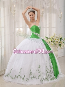 2014 White Ball Gown Sweetheart Quinceanera Dresses with Embroidery