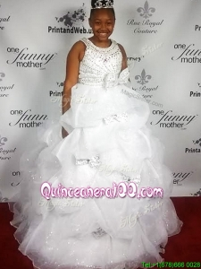 Feminine Scoop White Quinceanera Dress with Beading and Bowknot