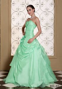 Romantic Beaded Sweetheart Mint Green Sweet 15 Dresses with Ruching