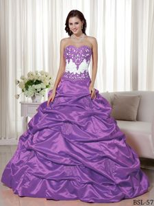 Unique Lavender Sweetheart Quinceanera Gowns with Appliques