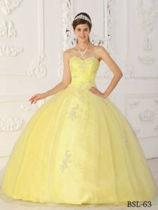 Floor-length Sweetheart Quinces Gown in Yellow with Appliques
