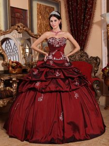 Floor-length Sweet Sixteenth Dresses with Appliques in Wine Red