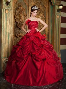 Luxurious Red Bubbled 2013 Quinceanera Ball Gown with Feathers