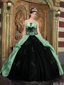 Black and Apple Green Sweet Sixteen Dresses with Appliques