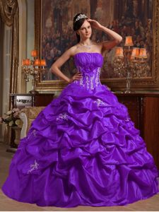 Appliques and Hand Flower Quinceanera Dress in Purple and White ...