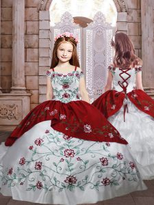 Embroidery and Ruffled Layers Little Girl Pageant Gowns White And Red Lace Up Sleeveless Floor Length