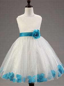 White Tulle Zipper Scoop Sleeveless Knee Length Girls Pageant Dresses Appliques and Hand Made Flower