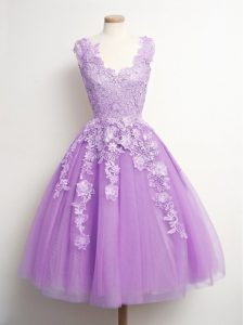 V-neck Sleeveless Quinceanera Court of Honor Dress Knee Length Appliques Lilac Tulle