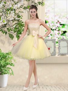 Light Yellow A-line Lace and Belt Damas Dress Lace Up Organza Sleeveless Knee Length