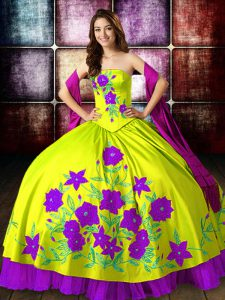 Sexy Yellow Green Ball Gowns Embroidery Ball Gown Prom Dress Lace Up Taffeta Sleeveless Floor Length