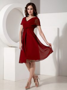 Short Sleeves Knee Length Ruching Zipper Mother of the Bride Dress with Red