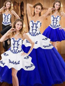 Sophisticated Tulle Strapless Sleeveless Lace Up Embroidery Quinceanera Dresses in Royal Blue