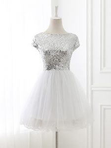 A-line Quinceanera Court of Honor Dress White Scoop Tulle Cap Sleeves Mini Length Zipper