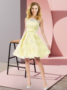 Modern Scoop Sleeveless Quinceanera Court of Honor Dress Knee Length Bowknot Yellow Lace