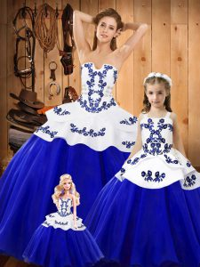 Tulle Strapless Sleeveless Lace Up Embroidery Vestidos de Quinceanera in Blue