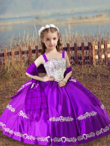 Sleeveless Satin Floor Length Lace Up Girls Pageant Dresses in Purple with Beading and Embroidery