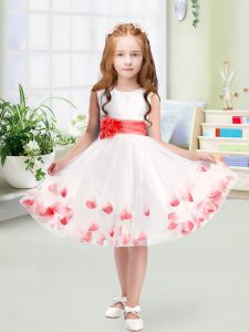Chic White Zipper Scoop Appliques and Belt Flower Girl Dresses for Less Tulle Sleeveless