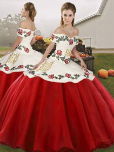 Custom Made White And Red Lace Up Off The Shoulder Embroidery Sweet 16 Quinceanera Dress Organza Sleeveless
