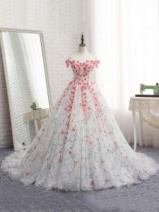 White Lace Up Off The Shoulder Appliques Quinceanera Gowns Tulle Sleeveless Brush Train