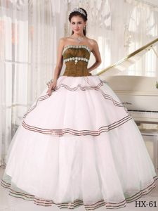 Brown and White Dresses For a Quince Decorated Brown Hemline