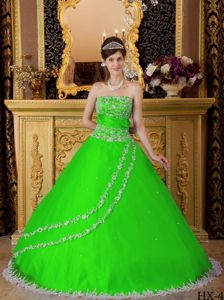 Spring Green Appliques Decorated white Lace Quinceanera Gowns