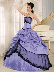 Light Purple and Black Pick-ups and Appliques Quince Dresses