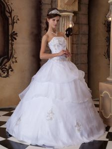 White Organza Strapless Dress for Quinceaneras with Appliques