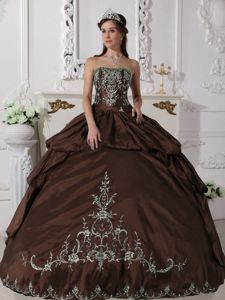Brown Strapless Embroidery Taffeta Quinces Dresses Floor-length