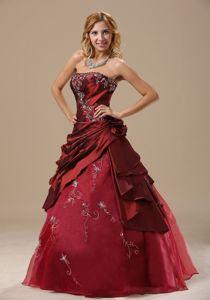 af6209af7ba Voguish Embroidery Strapless Dresses for a Quince in Burgundy