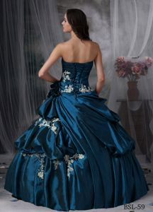 Modest Ball Gown Appliques Strapless Sweet 15 Dresses in Taffeta