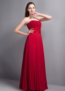 Strapless Wine Red Quinceanera Dama Dress with Pleat in Chiffon