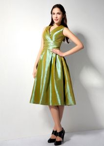 Ruched A-line V-neck Olive Green Tea-length Taffeta Dama Dress