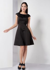 Wonderful Scoop Black A-line Knee-length Dama Dress with Beading