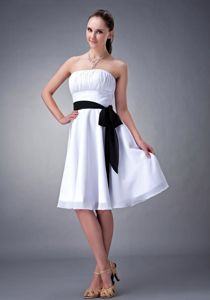 A-line Strapless Knee-length Chiffon White Dama Dress with Sash