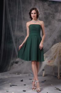 A-line Dark Green Strapless Ruche Chiffon Dama Dress Knee-length