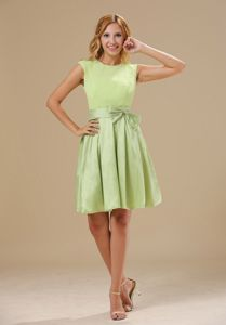 Scoop Yellow Green Knee-length Chiffon Dama Dress with Bowknot
