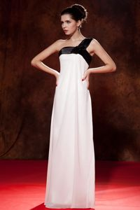 Damas Dresses Black and White One Shoulder Floor-length