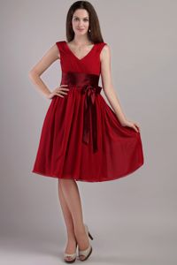 Wine Red Empire V-neck Knee-length Dama Dresses