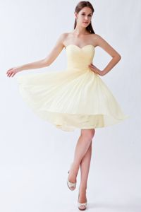 Stylish Light Yellow Pleated Sweetheart Chiffon Party Dama Dresses
