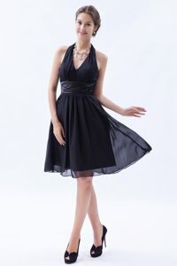 Fashionable Ruched Halter Knee-length Chiffon Party Dama Dresses