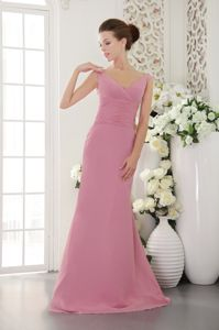 Baby Pink V-neck Chiffon Prom Dresses for Dama with Brush Train