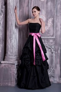 Popular Strapless Bridesmaid Dama Dresses with Sash and Pick-ups