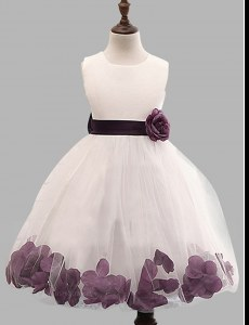 Superior Scoop Sleeveless Tulle Floor Length Zipper Flower Girl Dresses in White with Appliques and Hand Made Flower